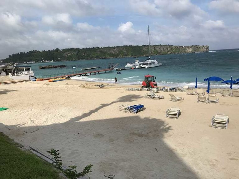 台風10号の強風と高波で沖縄本島全域でほとんどのマリンアクティビティがキャンセル、、、