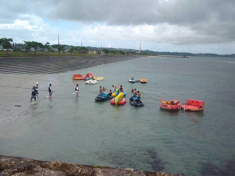 バナナボートなどのマリンスポーツも盛んに盛り上がってますよ!